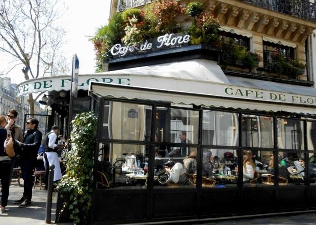 O Cafe de Flore já foi melhor frequentado...