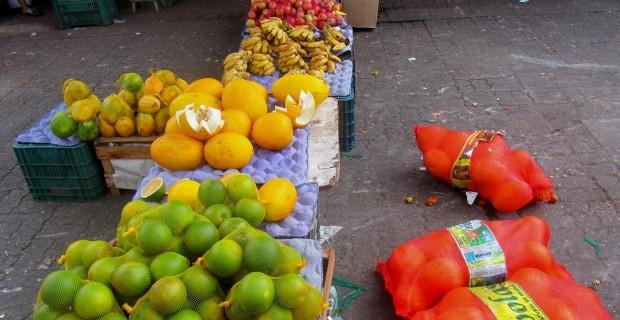 mercado-ver-o-peso-frutas-belem-muitaviagem