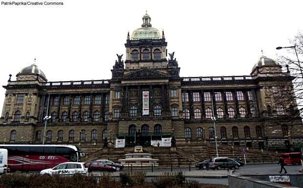 O Národní Muzeum fica na saída da estação Museum de Praga, na linha vermelha