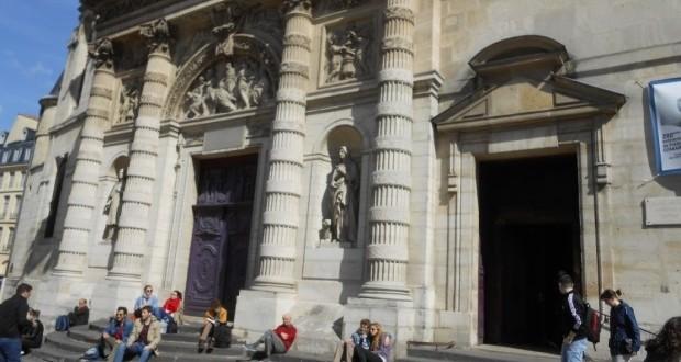 A  Igreja Saint Étienne du Mont, cenário de Meia-Noite em Paris