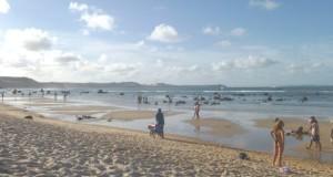 A praia da Pipa é um paraíso de dia, com muitas baladas à noite