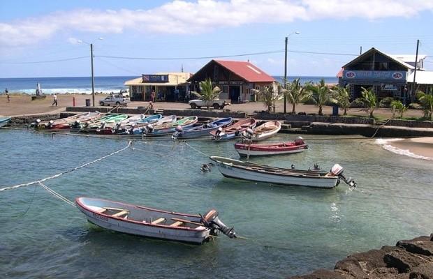 O porto de Hanga Roa, o principal pueblo da Ilha de Páscoa