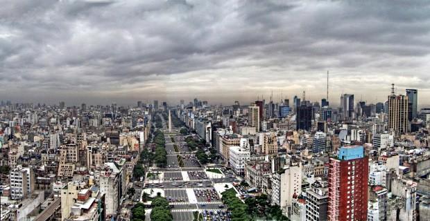 Para os portenhos, a 9 deJulio é a avenida mais larga do mundo - foto: jmpznz
