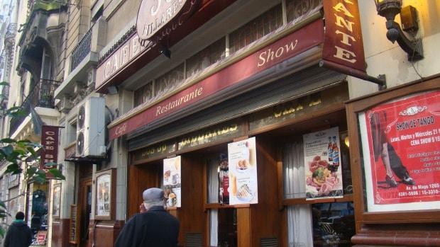 O Los 36 Billares é ótimo para comer bem e barato em Buenos Aires em um lugar charmoso