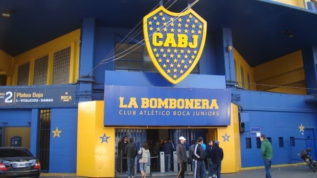 O azul y oro do boca Juniors está por todo o bairro de La Boca
