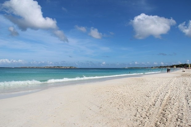 A paradisíaca praia de Orient Bay, bem ao estilo das praias do Caribe | foto - Clavius66