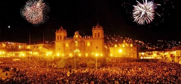 A Plaza de Armas em Cuzco, no Peru, na noite da virada do ano