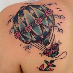 Tattoo feminina de balão colorida