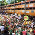 Os trios elétricos e blocos carnavalescos