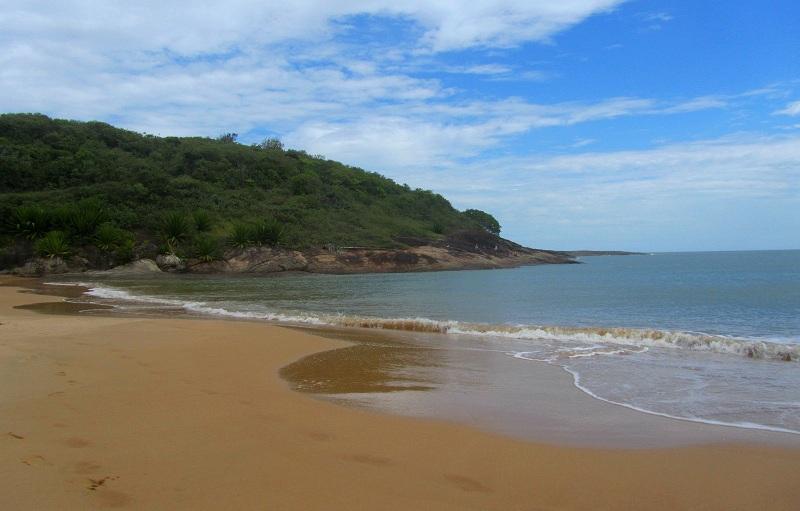 praia-de-bacutia-guarapari-es