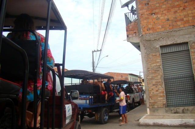 Os 4x4 pegam os turistas em Barreirinhas
