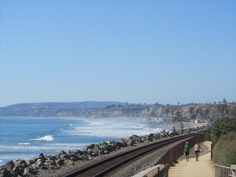 california-linha-trem-praia