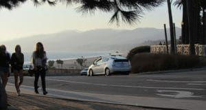 california-rua-carro-mulheres