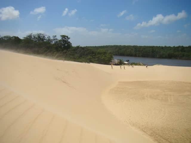 As dunas se encontram com o rio em Vassouras