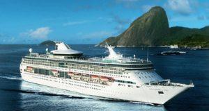 Navio de cruzeiro Splendour of the Seas, que vai passar o Réveillon 2015 em Copacabana