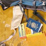 Documentos e cartões para viagem de mochilão pela América do Sul