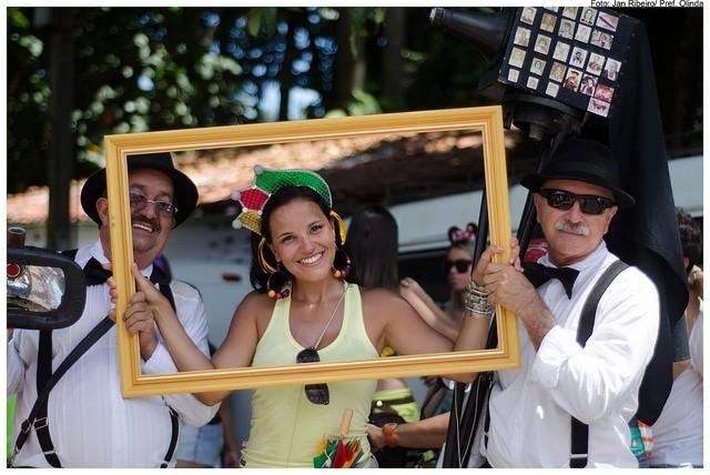 Com criatividade, dá para sair bem na foto no Carnaval de Olinda em 2015; inspire-se nas fotos de 2014