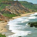 Vamos nadar pelado? Conheça as 8 praias de nudismo do Brasil