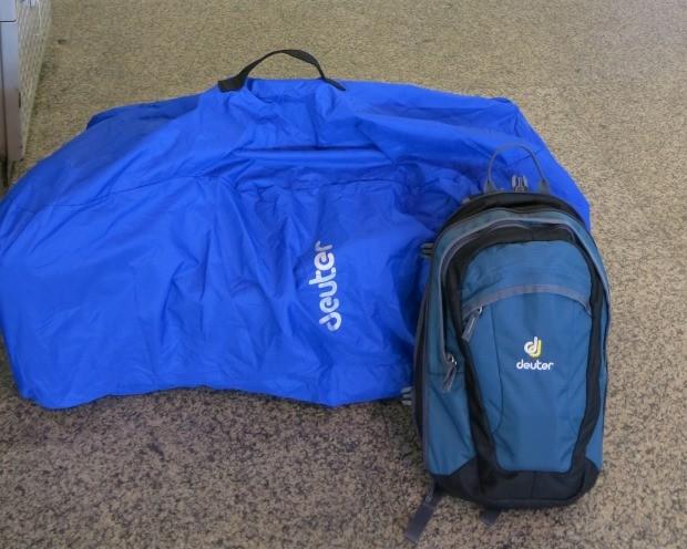 A mochila ataque vai comigo no voo; o mochilão viaja protegido