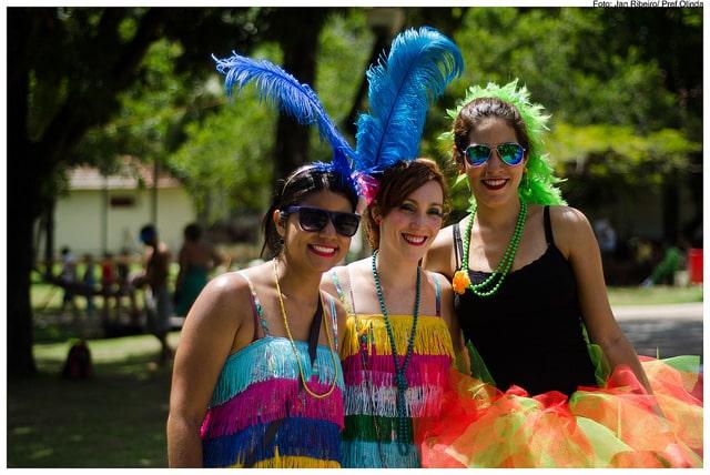 Meninas no Carnaval de Olinda de 2014