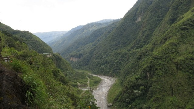 A Rota das Cascatas, na estrada que liga os Andes à Amazônia, os cânios e rios impressionam