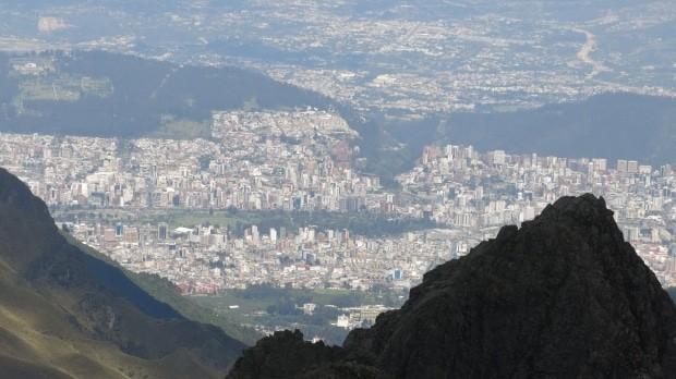 Em quase toda a trilha, Quito aparece em cenas incríveis