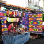 A feira de Otavalo, Equador, e o lago no vulcão Cuicocha