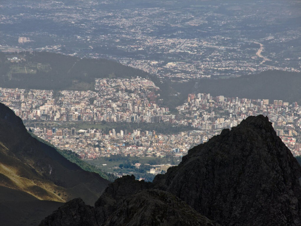 Quito vista da trilha do vulcão Pichincha