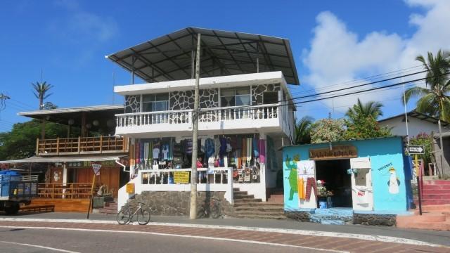 Puerto Ayora, em Santa Cruz, é o principal centro urbano no arquipélago