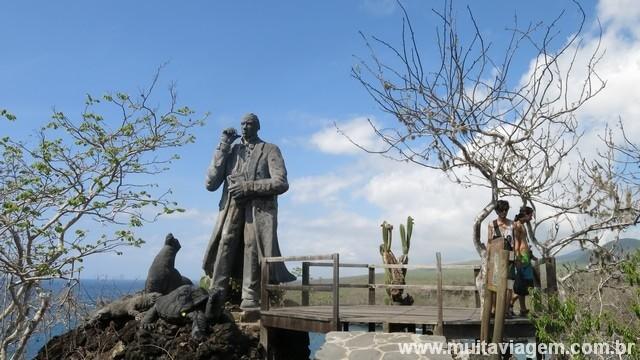 Uma homenagem ao cientista inglês Charles Darwin, que colocou Galápagos no mapa-mundi