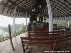 A igreja do mirador de Montañita tem vista para o mar