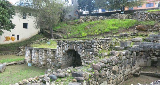 Sítio arqueológico cañar, inca e espanhol no coração do centro histórico de Cuenca