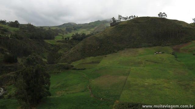 Vale a pena percorrer, por conta, o caminho ao redor das ruínas incas nos Andes
