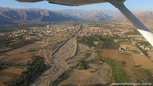 O voo sobre as Linhas de Nazca oferece belas paisagens da cidade...