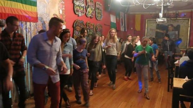 Entre outras coisas para fazer em Cusco, no bar, balada e restaurante do hotel tem aulas de salsa