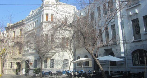 Hotel Las Vegas e RestoBar Pimienta, no quarteirão Paris-Londres - Santiago, no Chile.