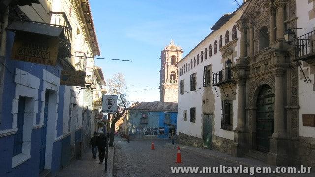 Há igrejas e construções interessantes no centro histórico de Potosí