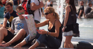 mulher-com-mapa