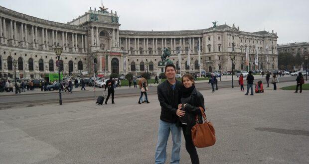Eu e minha irmã Sani (grávida), em Hofburg.