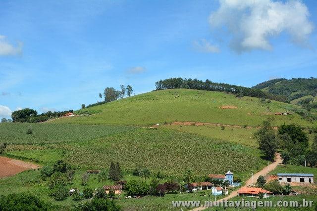 Socorro tem clima rural e relevo montanhoso, com trilhas e um rio cortando a cidade