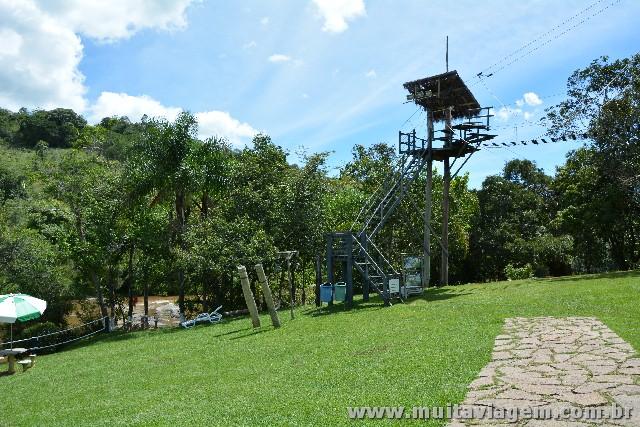 Parques como o Monjolinho oferecem trilhas no alto para prática de arvorismo