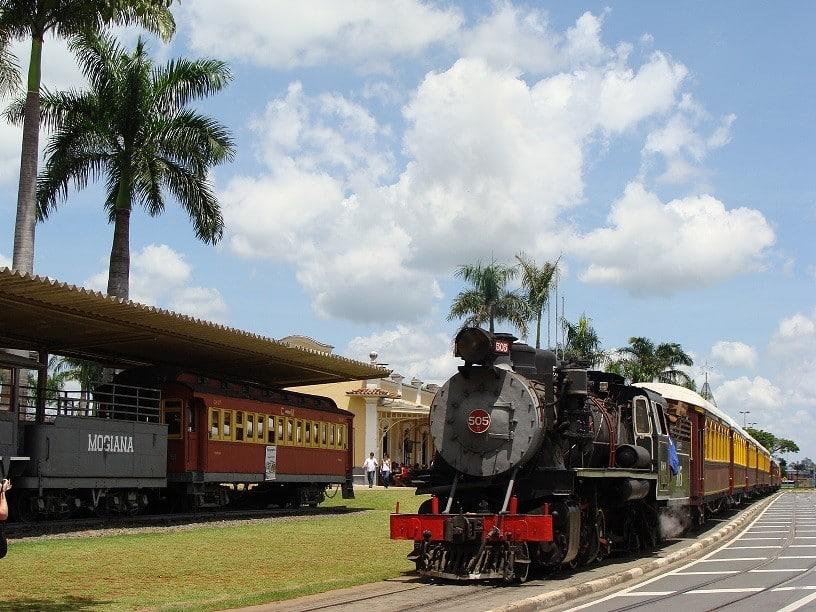 A ferrovia da Maria Fumaça foi inaugurada pelo imperador Dom Pedro II - Foto: Divulgação