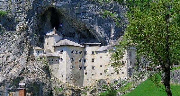Castelo de Predjama, na Eslovenia. | Foto: MV