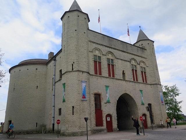 Kruispoort, um dos portões da Bruges medieval. | Foto: MV