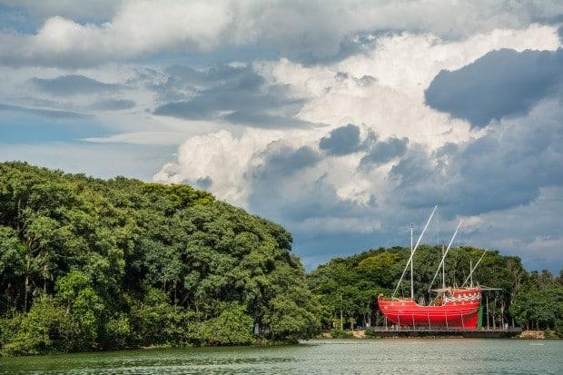Réplica da Caravela que trouxe Cabral para o Brasil na Lagoa do Taquaral, em Campinas - foto: MV