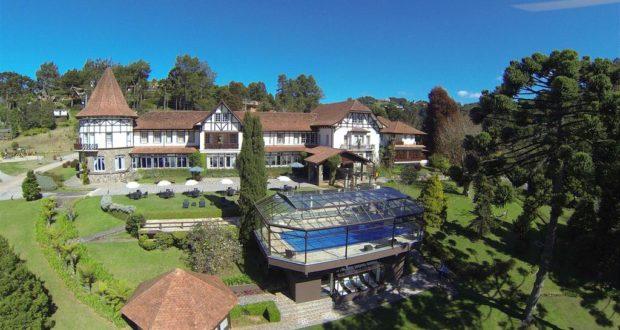 O Vila Inglesa, em Campos, tem serviços de primeira e quartos de luxo em um cenário lindo