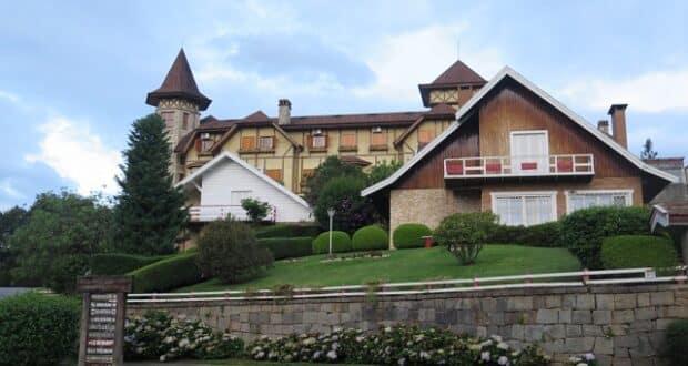 O hotel é bem localizado, em rua tranquila e perto do centro.