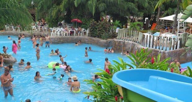 O Parque da Lagoa Quente é o único local da cidade onde se pode ver as águas termais brotando do solo a temperaturas altíssimas.