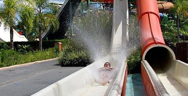 """O toboágua """"Loucomania"""" é um dos procurados pelos visitantes do parque."""