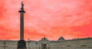 Palace Square, no centro de St. Petersburg, na Rússia. | Foto: Pixabay